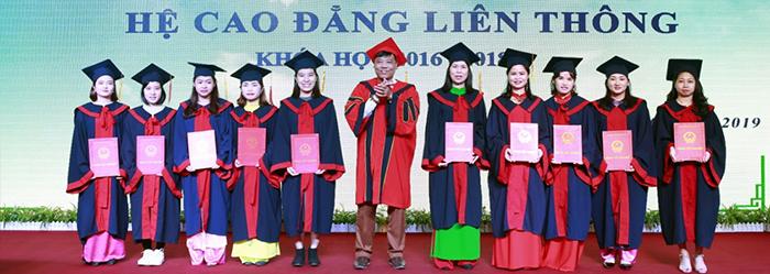 Lễ trao bằng tốt nghiệp hệ Cao đẳng liên thông khóa học 2016 - 2018_2